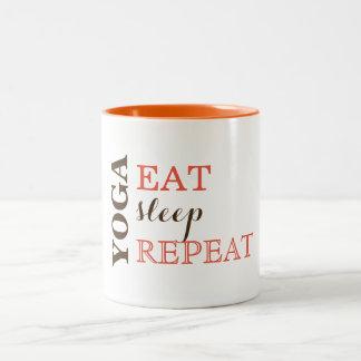 Caneca De Café Em Dois Tons A ioga, come, dorme, repete