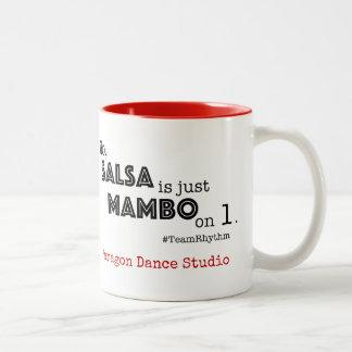 Caneca De Café Em Dois Tons A salsa é apenas Mambo em citações do salão de