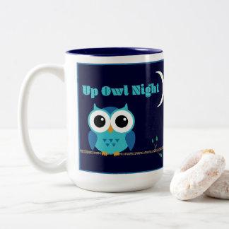 Caneca De Café Em Dois Tons Acima da noite da coruja