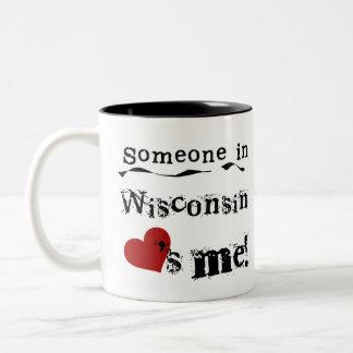 Caneca De Café Em Dois Tons Alguém em Wisconsin ama-me