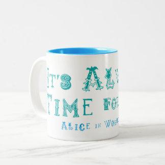 Caneca De Café Em Dois Tons Alice do país das maravilhas no tempo sempre para