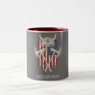 Caneca De Café Em Dois Tons Americano Viking. Bandeira, afligida, capacete,
