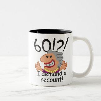 Caneca De Café Em Dois Tons Aniversário da descrição engraçada 60th