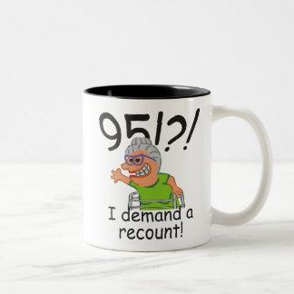 Caneca De Café Em Dois Tons Aniversário da descrição engraçada 95th