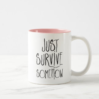 Caneca De Café Em Dois Tons Apenas sobreviva de algum modo