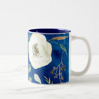 Caneca De Café Em Dois Tons Arte Woodsy da folha de sementes do eucalipto da