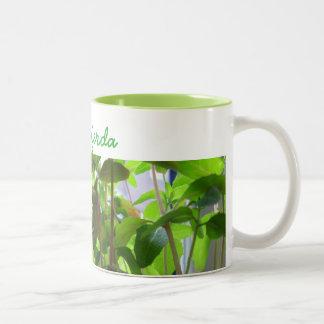 Caneca De Café Em Dois Tons As plantas mantêm-se crescer sementes com nome
