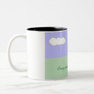 Caneca De Café Em Dois Tons Cada nuvem tem uma fresta de esperança
