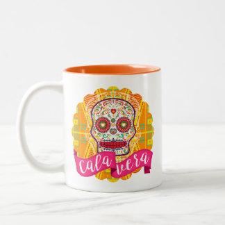 Caneca De Café Em Dois Tons Calavera. Dia do crânio mexicano inoperante do