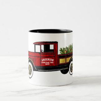 Caneca De Café Em Dois Tons Caminhão do vintage sua fazenda de árvore do Natal