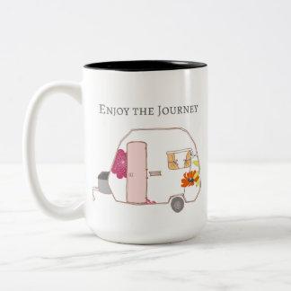 Caneca De Café Em Dois Tons Campista feliz - aprecie a viagem