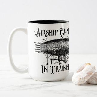 Caneca De Café Em Dois Tons Capitão do dirigível no treinamento, Steampunk