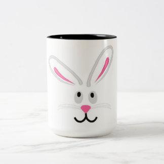 Caneca De Café Em Dois Tons Cara do coelhinho da Páscoa