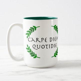 Caneca De Café Em Dois Tons Carpe Diem Quotidie - apreenda o dia, cada dia