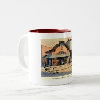 Caneca De Café Em Dois Tons Casa de campo do salgueiro do YE Olde, quinta