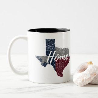 Caneca De Café Em Dois Tons Casa desvanecida afligida da bandeira de Texas