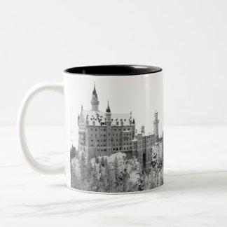 Caneca De Café Em Dois Tons Castelo preto e branco de Neuschwanstein no