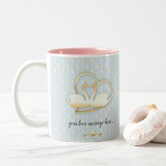 Caneca De Café Em Dois Tons Cisnes douradas do coração, amor delicado