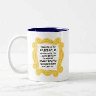 Caneca De Café Em Dois Tons Conto de fadas mágico engraçado da poção do feijão