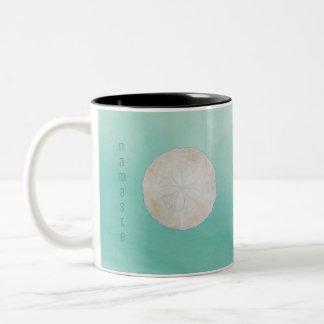 Caneca De Café Em Dois Tons Copo de café de Namaste da aguarela do dólar de