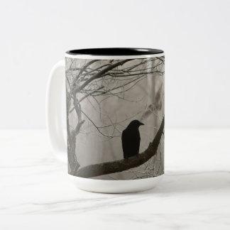 Caneca De Café Em Dois Tons Corvo sombrio ou corvo do inverno da queda que