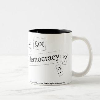 Caneca De Café Em Dois Tons democracia obtida?