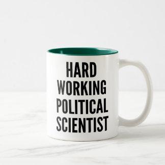 Caneca De Café Em Dois Tons Duro que trabalha o cientista político