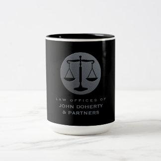 Caneca De Café Em Dois Tons Escalas elegantes do escritório de advogados de