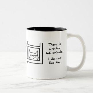 Caneca De Café Em Dois Tons Esse gato vizinho terrível - presente engraçado do