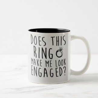 Caneca De Café Em Dois Tons Este anel faz-me olhar contratado?