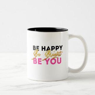 Caneca De Café Em Dois Tons Esteja feliz, seja brilhante, seja você