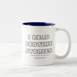 Caneca De Café Em Dois Tons Eu li histórias de horas de dormir (a caneca)