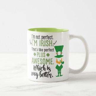 Caneca De Café Em Dois Tons Eu não sou perfeito mim sou Leprechaun irlandês
