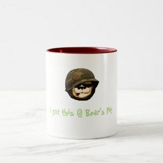 """Caneca De Café Em Dois Tons """"Eu obtive este copo de café no poço do urso"""""""