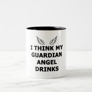 Caneca De Café Em Dois Tons Eu penso minhas bebidas do anjo-da-guarda