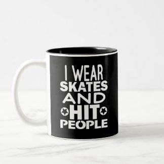 Caneca De Café Em Dois Tons Eu visto skates e pessoas da batida, rolo Derby