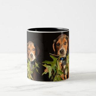 Caneca De Café Em Dois Tons Filhotes de cachorro brincalhão dos irmãos do