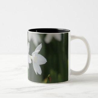 Caneca De Café Em Dois Tons Flor branca