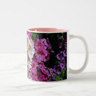 Caneca De Café Em Dois Tons Floral branco e roxo do rosa das flores de