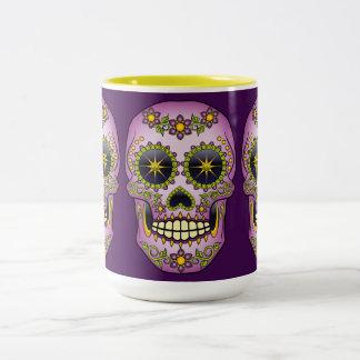 Caneca De Café Em Dois Tons Floral roxo do crânio do açúcar