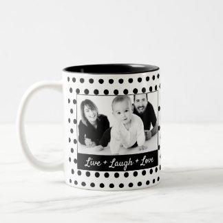 Caneca De Café Em Dois Tons Foto preto e branco do costume das bolinhas