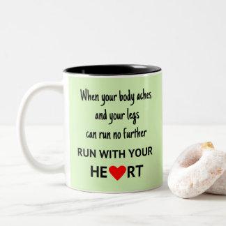Caneca De Café Em Dois Tons Funcione com suas citações dos esportes do coração