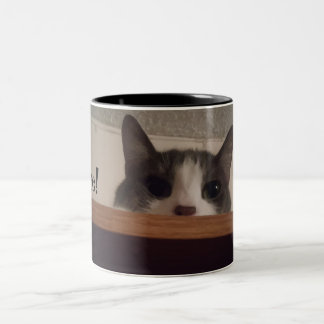 Caneca De Café Em Dois Tons Gato adorável do gatinho que espreita