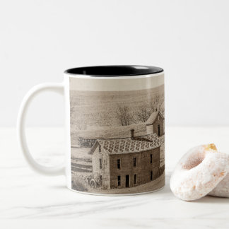 Caneca De Café Em Dois Tons História perdida da mansão de Mudhouse