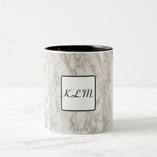 Caneca De Café Em Dois Tons Iniciais. Efeito de mármore