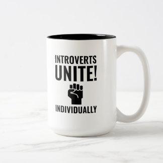 Caneca De Café Em Dois Tons Introverts unem-se