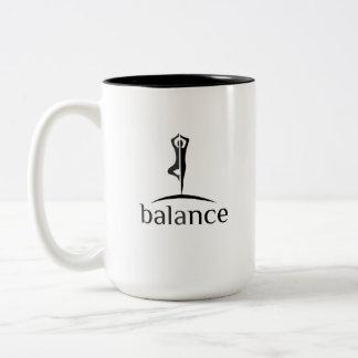 Caneca De Café Em Dois Tons Ioga do equilíbrio de Vrksasana