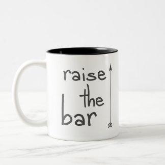 Caneca De Café Em Dois Tons Levante o bar