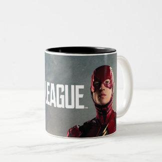 Caneca De Café Em Dois Tons Liga de justiça | o flash no campo de batalha
