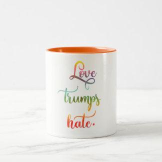 Caneca De Café Em Dois Tons Love trumps hate. Peace, humanity.